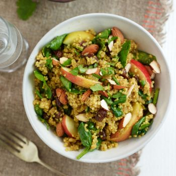 curried quinoa salad with spinach and apple